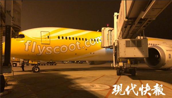 南京飞新加坡航班轮胎破损 近400名旅客退关滞留