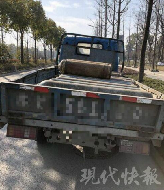 """危险!扬州交警截获一车流动""""炸弹"""""""