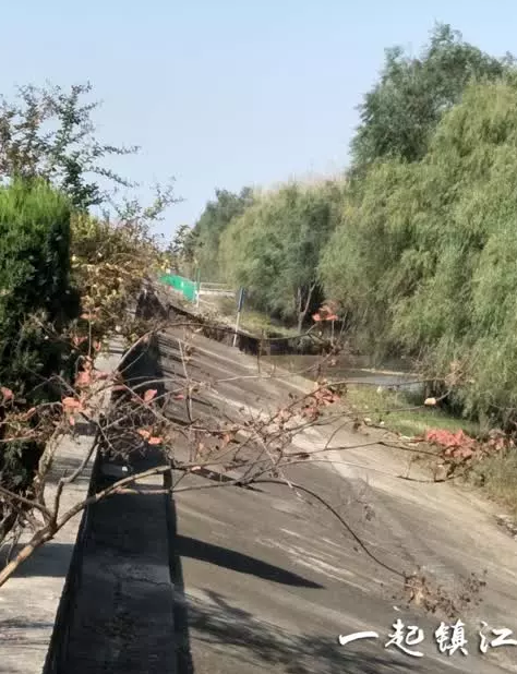 镇江扬中小岛环岛江堤塌陷 过往车辆注意绕行
