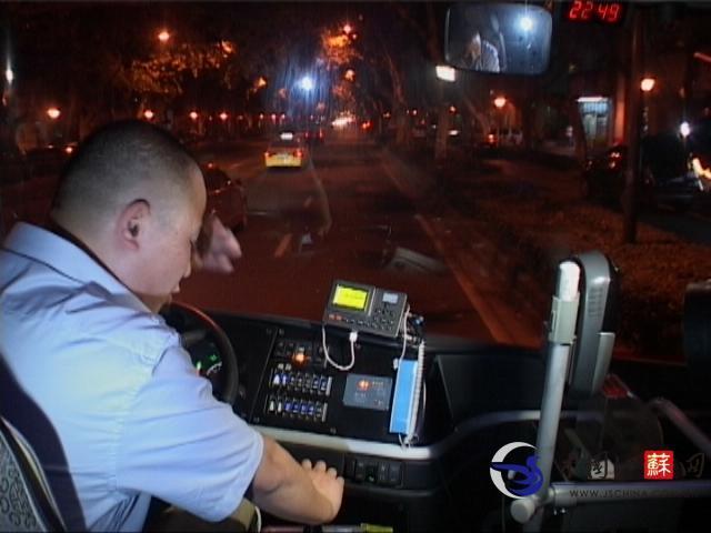 醉酒乘客因嫌车速太快 与公交车司机大打出手