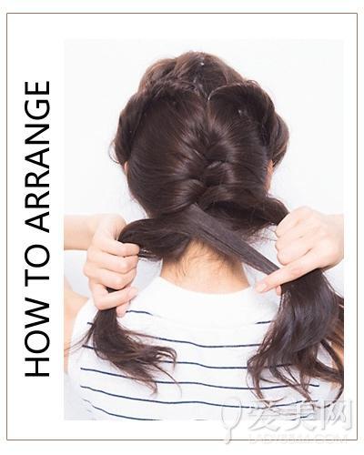 扎发步骤: step 1:头发侧分,取刘海发束扭转固定与耳朵斜上方.