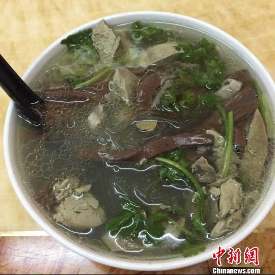 """鸭血粉丝汤""""申遗""""走红网络 再掀中华美食国际化话题"""