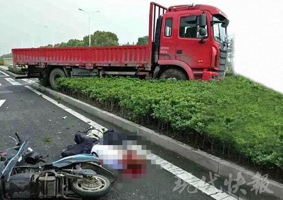 货车斑马线前未减速 75岁男子骑电动车被撞身亡