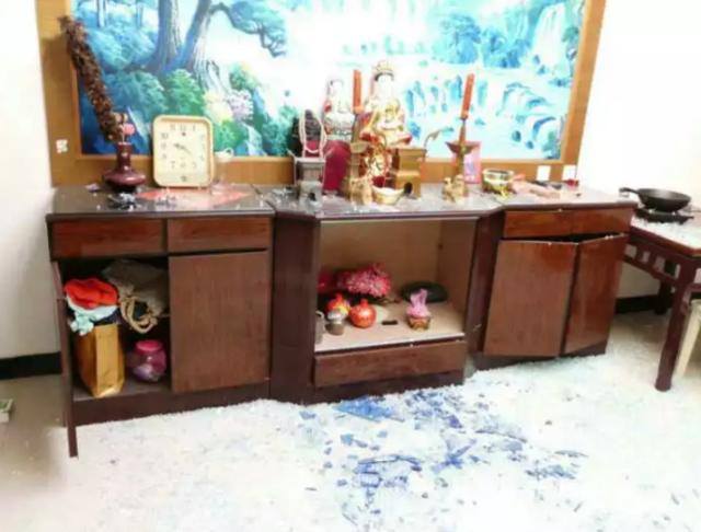 泰州一老太做饭时液化气爆炸站对位置躲过一劫
