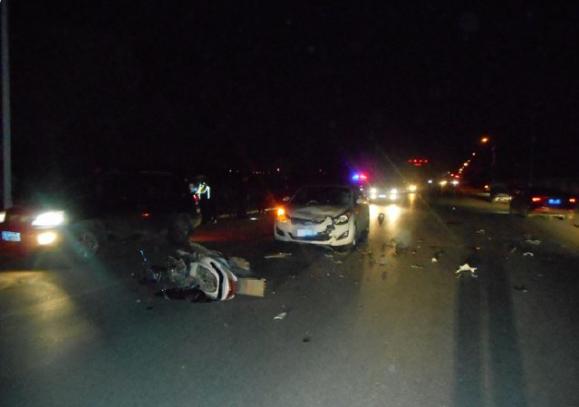 司机酒后驾驶摩托与轿车对撞 车上表弟被撞失语