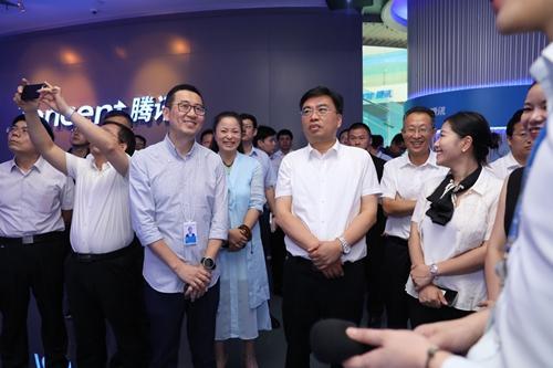 """腾讯与南京秦淮区签订战略协议 打造""""中华第一智慧商圈"""""""
