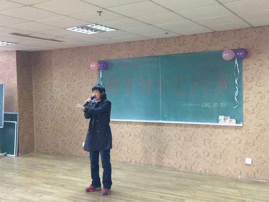 长春众多高中生进行才艺PK歌舞脱口秀样样行