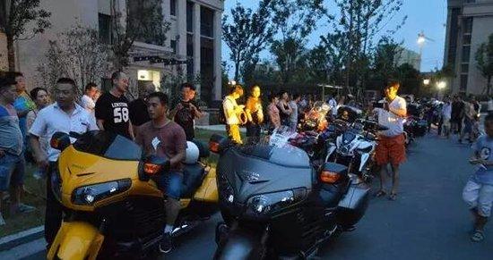 光明湖海城市花园摇滚音乐派 机车美女引爆夏日激情