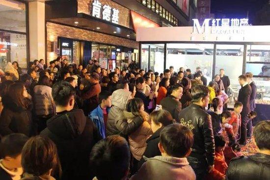 不负一城所望!众人挤爆红星地产江南银泰接待馆