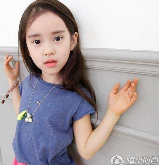 韩国粉嫩小萝莉走红 一起寻找房子中的 小萝莉图片