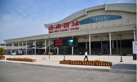 探秘济南西客站片区 铁轨上的西部新城中心