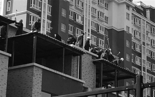 济南:山景御园五处楼顶违建被拆除