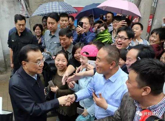 总理冒雨来开封£¬有个地方他一日来了两次¡£