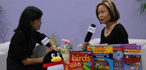 组图:CCBF国际童书展 美国学乐Selina Lee接受采访