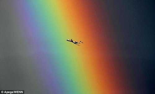 摄影师捕捉到超级彩虹 如人间通往天堂之路(组图)