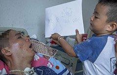 组图:4岁孩子病房作画 8个月唤醒植物人父亲