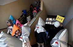 组图:日本地震6周年 小学生防震演练