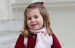 组图:英国夏洛特公主上幼儿园 小淑女台阶凹造型