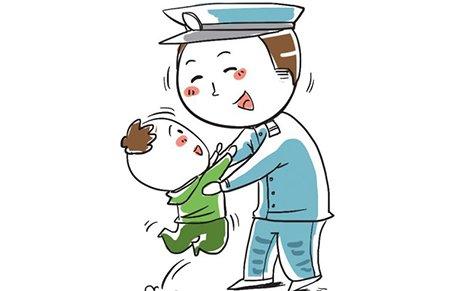 女孩独自行走拒上警车 家长被批:要教孩子信警察
