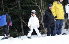 组图:小七白色滑雪服精灵又可爱