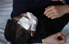 组图:1岁娃小区玩耍脸被狗咬毁容,缝了百余针,心疼!