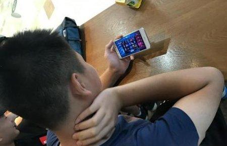 中小学生手机考验校园管理智慧 是疏还是堵?