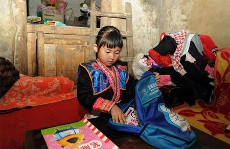 苗族女孩吉雪的故事:搬出深山去上学