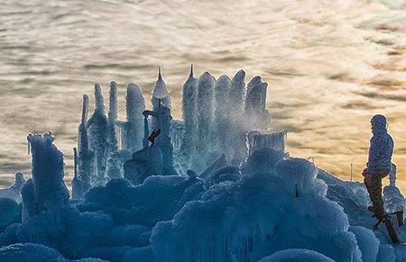 加^冰?#22330;?#39740;斧神工花1万工时倾力打造冰雪城堡