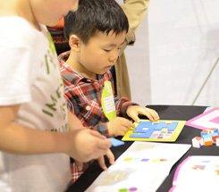 组图:CCBF国际图书展 腾讯的小朋友玩的不亦乐乎