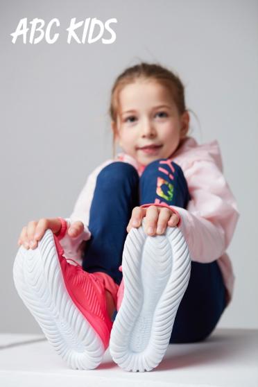 ABC KIDS Ai+超轻跑鞋:想弯就弯Ai+,就是这么韧性!