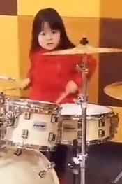 五岁小萝莉逆天架子鼓秀