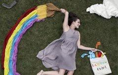 英国妈妈用日常品当道具,为两个女儿拍摄的搞笑照片