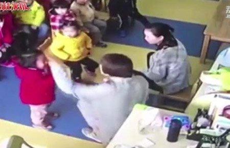 江苏一幼儿园教师多次推搡拍打幼儿 教育局和警方介入
