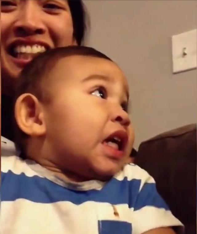 宝宝看到妈妈敷面膜后的反应......直呼害怕!