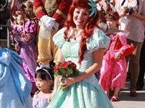 中国小公主冰冰迎接爱丽儿公主