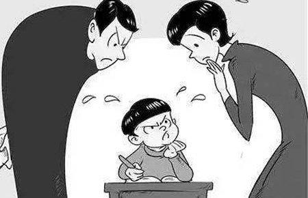 一个作业本里的两种焦虑:城里父母为陪写作业发愁