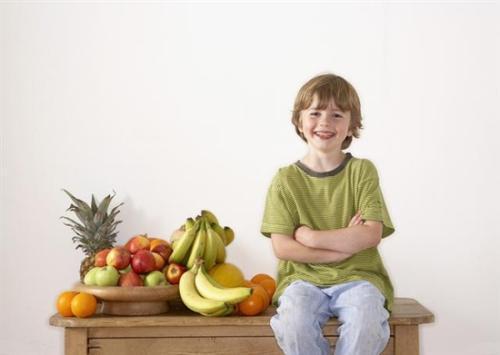 """亲子育儿:孩子需""""营养+运动""""才健康"""