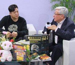 组图:CCBF国际童书展 科学艺术家赵闯接受采访