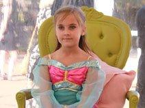 现场来自世界各地的幸运小公主