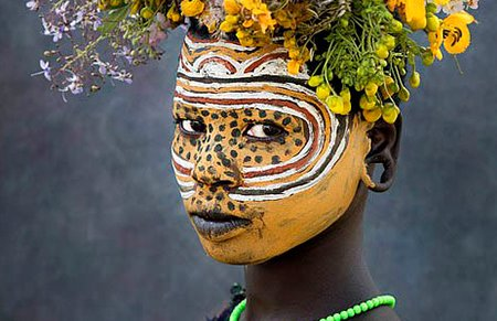 非洲原始部落^唇盘族 ̄身体装饰令人瞠目结舌