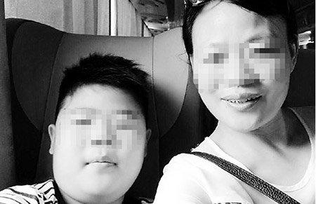 9岁男孩患癌 一个人在隔离罩里完成期末考试得95分