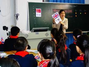 南京一小学一年级无英语引争议 家长:剥夺学习