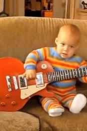 2岁摇滚萌宝超强吉他秀