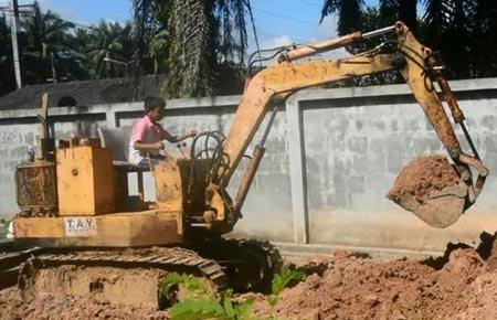 9岁男童挖掘机开得溜:3岁开始学能帮爷爷干活