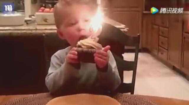 男童生日蜡烛吹不灭着急吃蛋糕模样呆萌