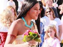 组图:印第安公主宝嘉康非凡气质亮相