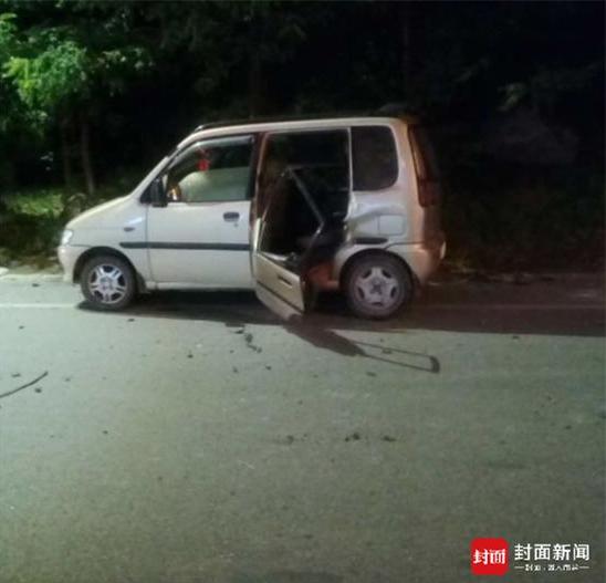 6岁女孩遇地震跳车自救 十几秒后车被巨石砸穿