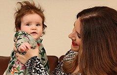 组图:婴儿一出生拥有浓密秀发