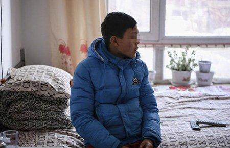 12岁男孩独自办父亲死亡证明背后:父亲暴躁母亲缺位