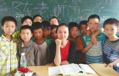 乡村女教师校园里坚守8年 从最年轻到教龄最长